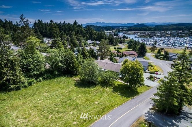 436 Klickitat Drive Property Photo