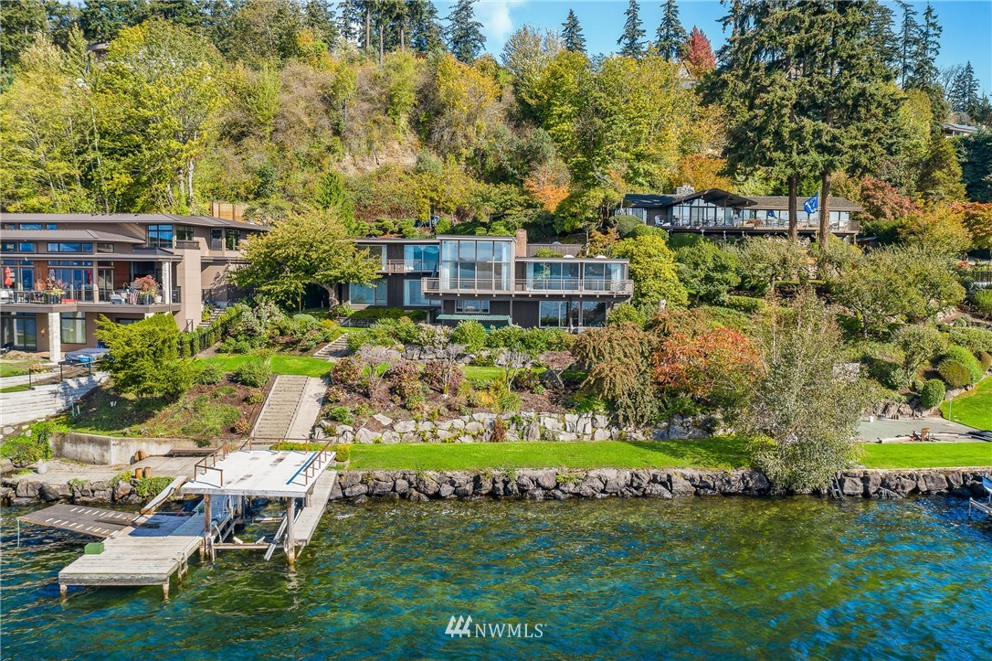 875 Shoreland Drive Se Property Photo