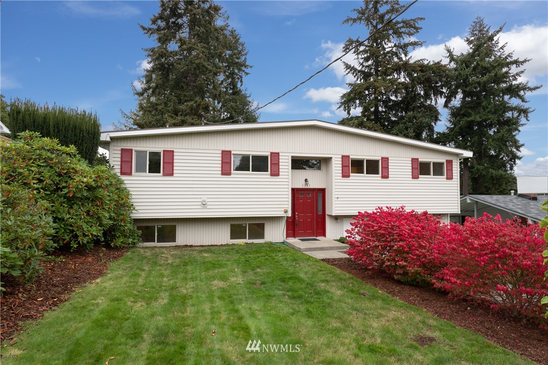 1341 E Maple Street Property Photo
