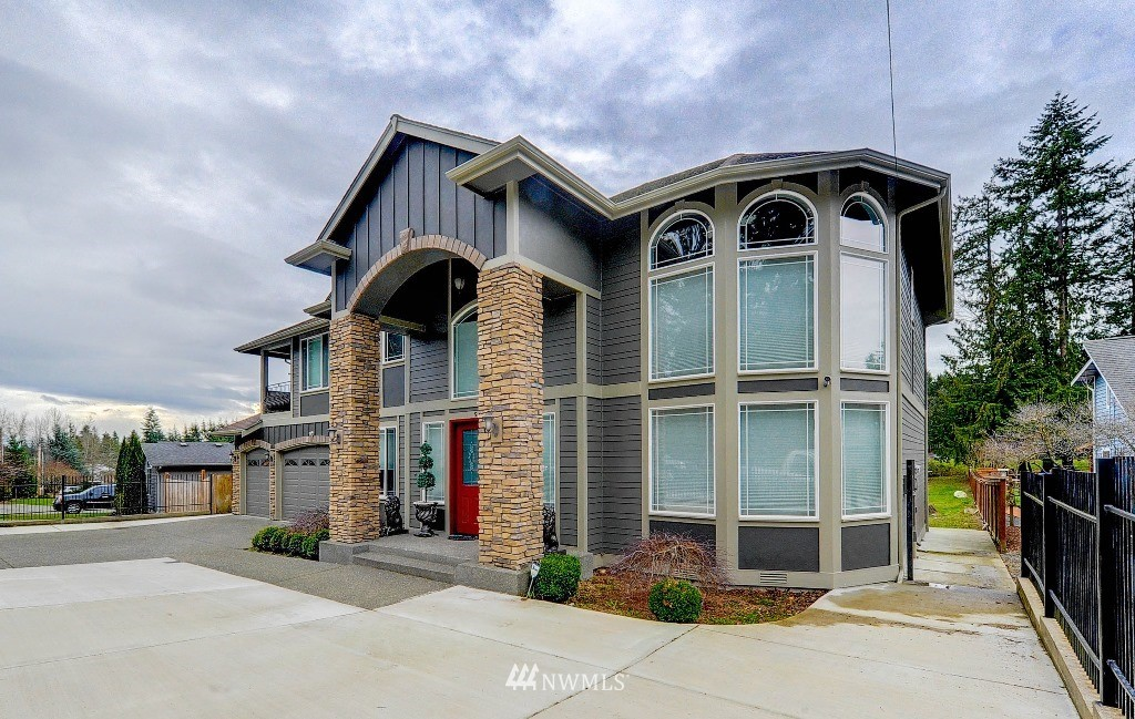 5661 195th Avenue E Property Photo 1