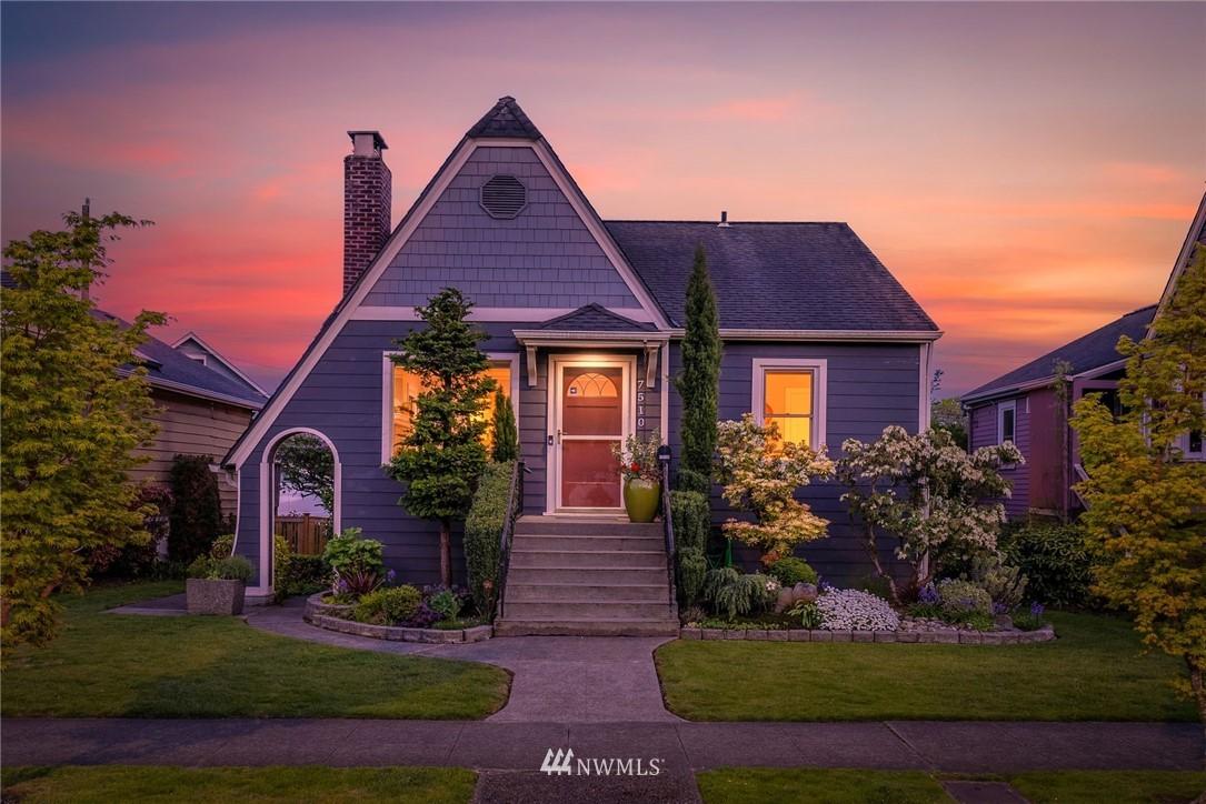 7510 Winona Avenue N Property Photo