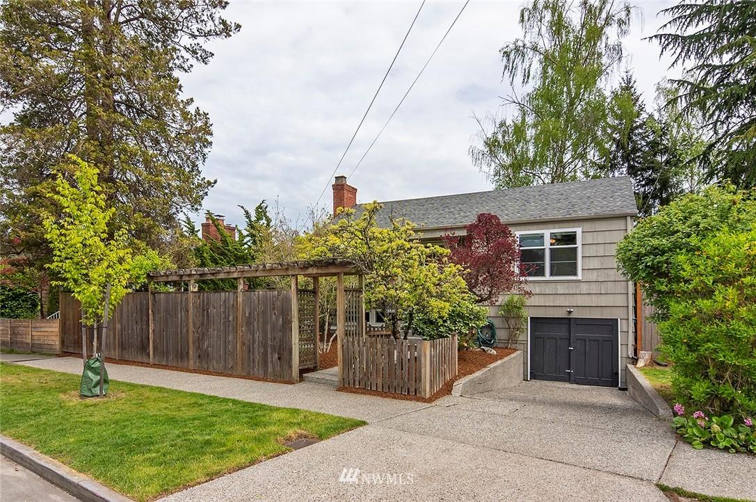8014 Ravenna Avenue Ne Property Photo