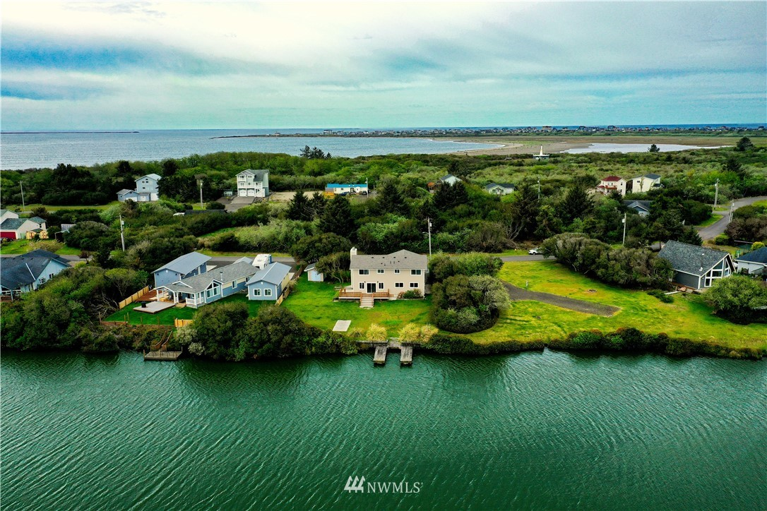 156 Seabreeze Loop Se Property Photo