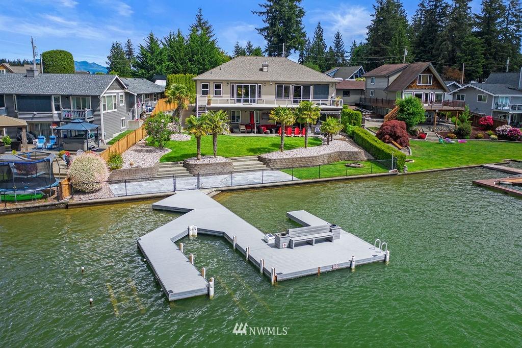 4607 N Island Drive E Property Photo 1