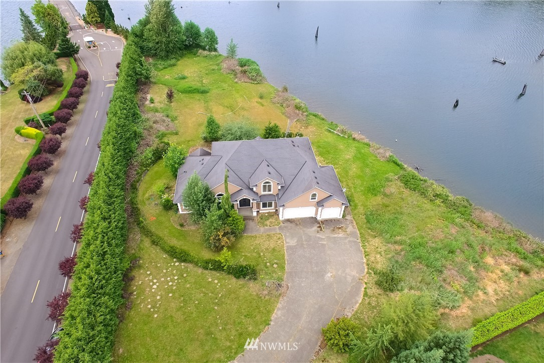 21517 Snag Island Drive Property Photo 1