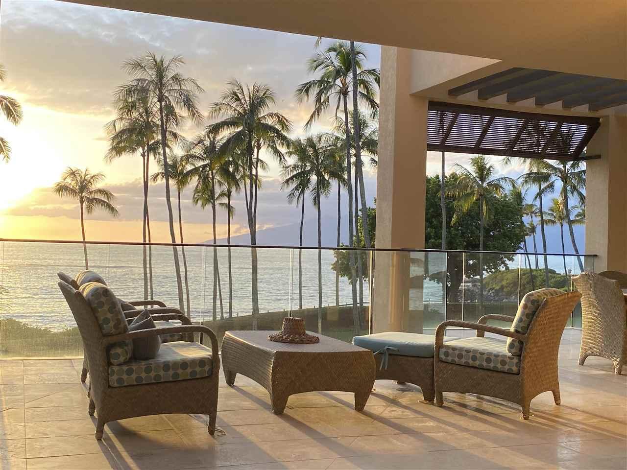 30 Coconut Grove Ln Property Photo
