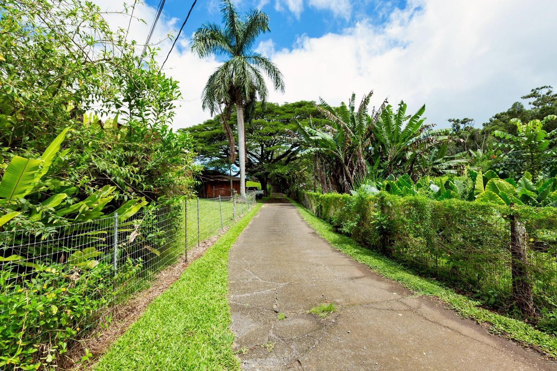1040 Kaupakalua Rd Property Photo 5