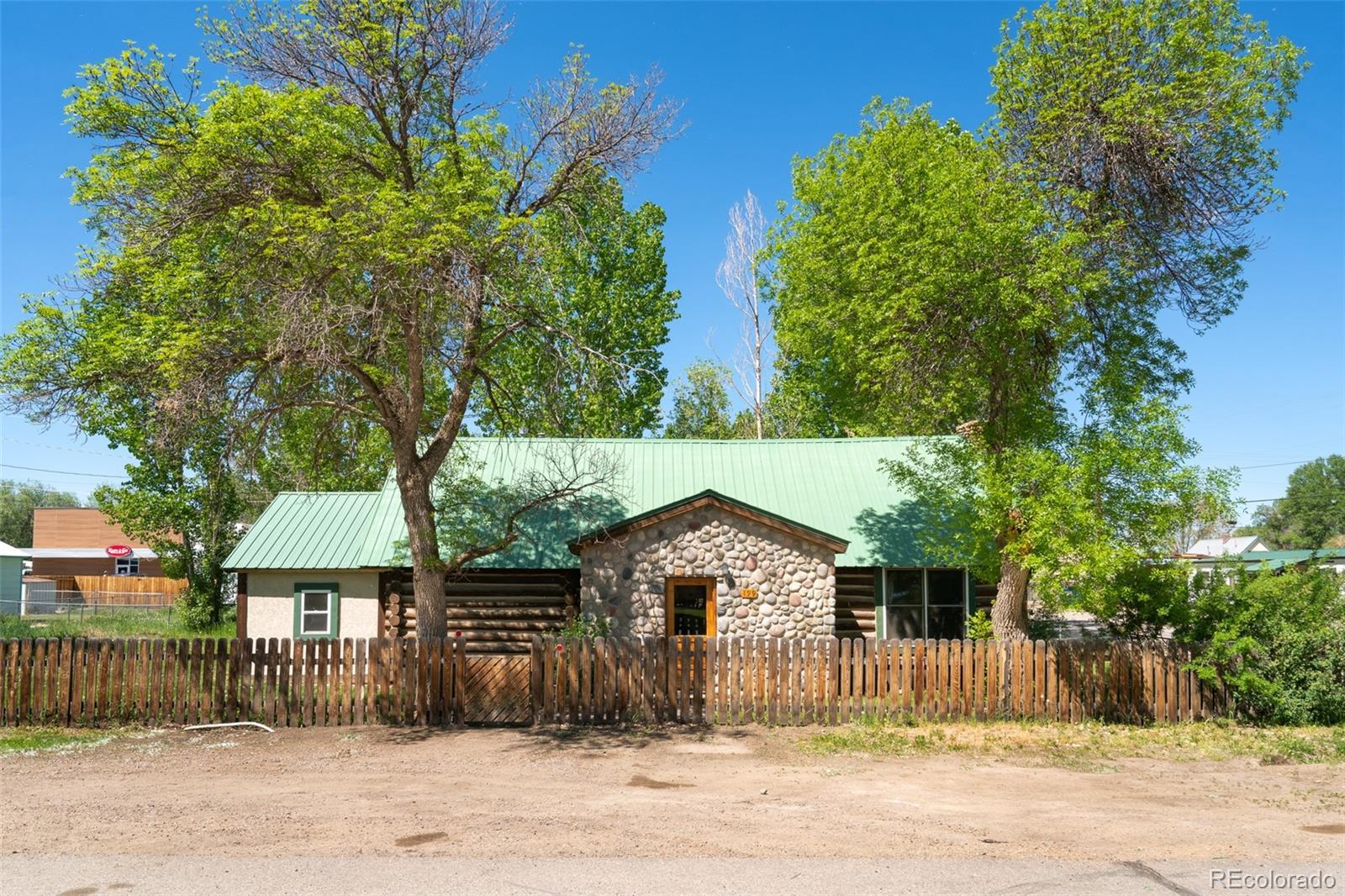 199 N Chestnut Street Property Photo 1
