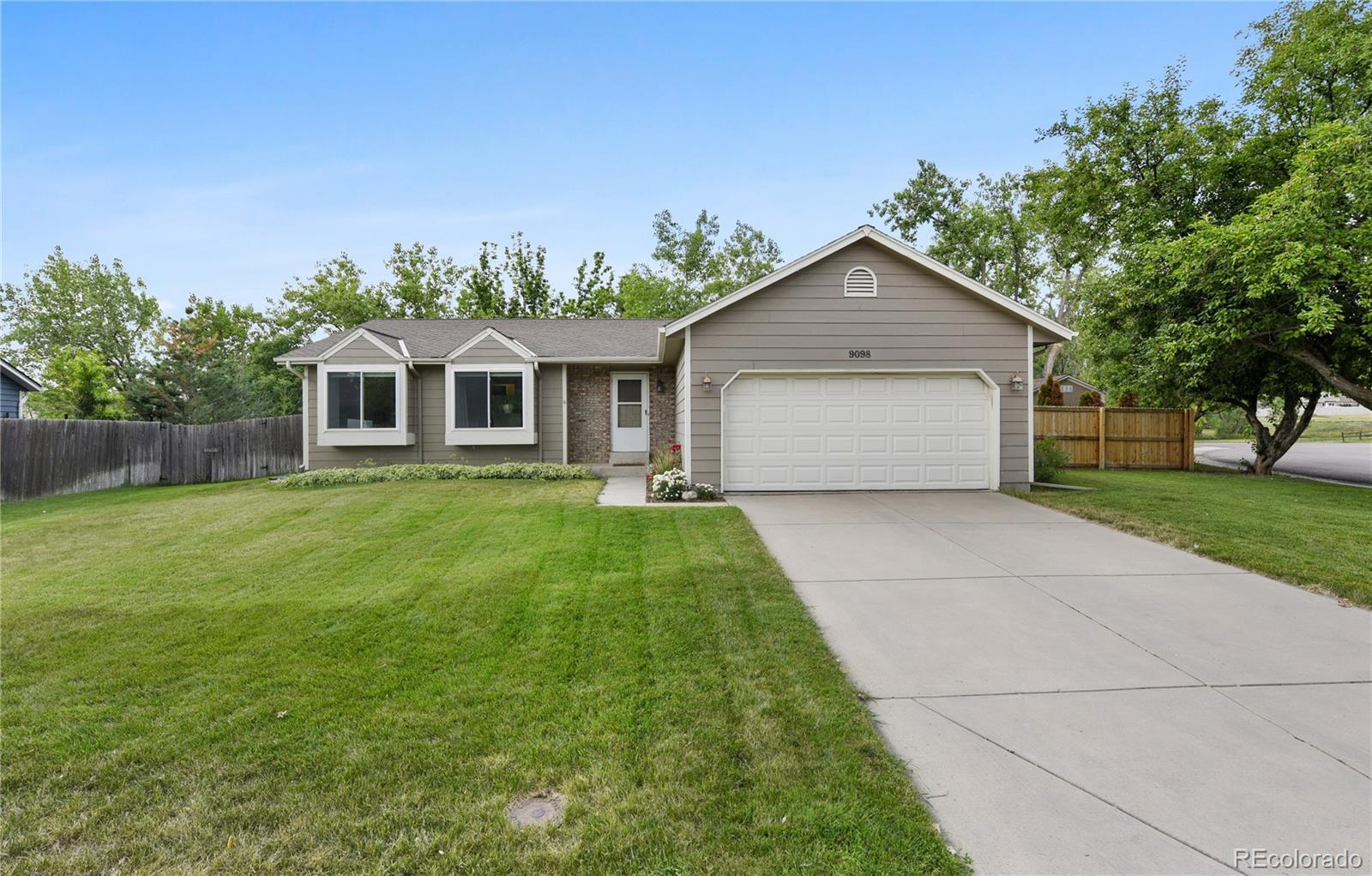 9098 W Chestnut Avenue Property Photo - Littleton, CO real estate listing