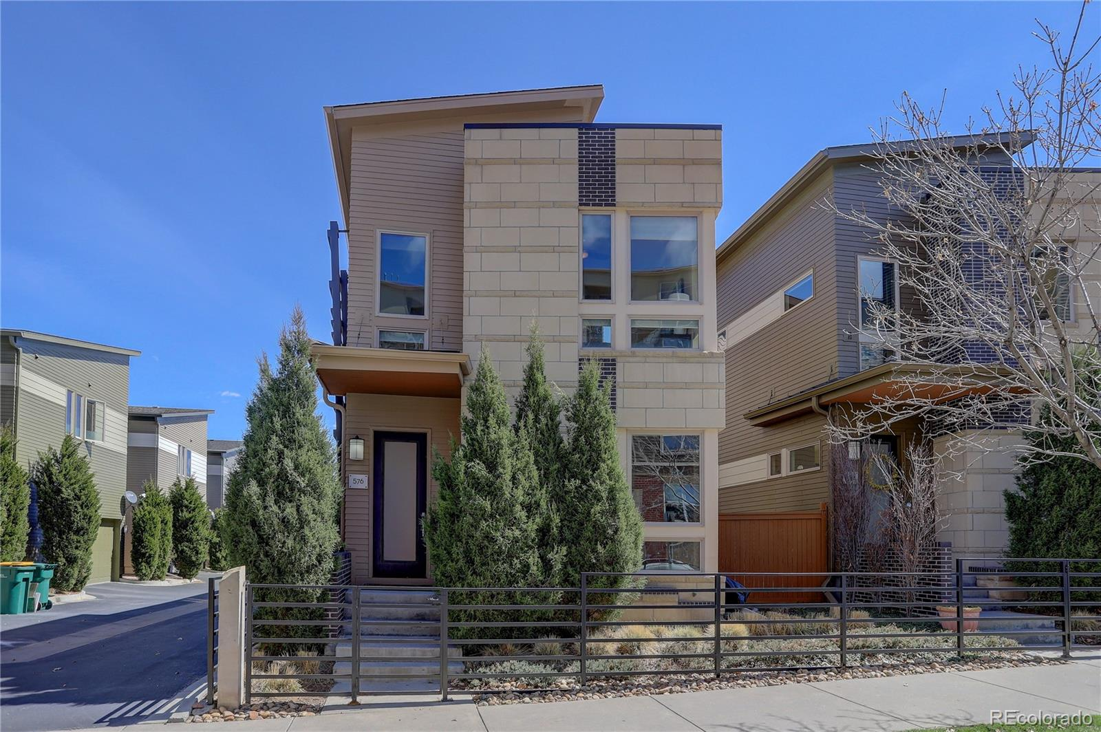 576 S Saulsbury Street Property Photo - Lakewood, CO real estate listing