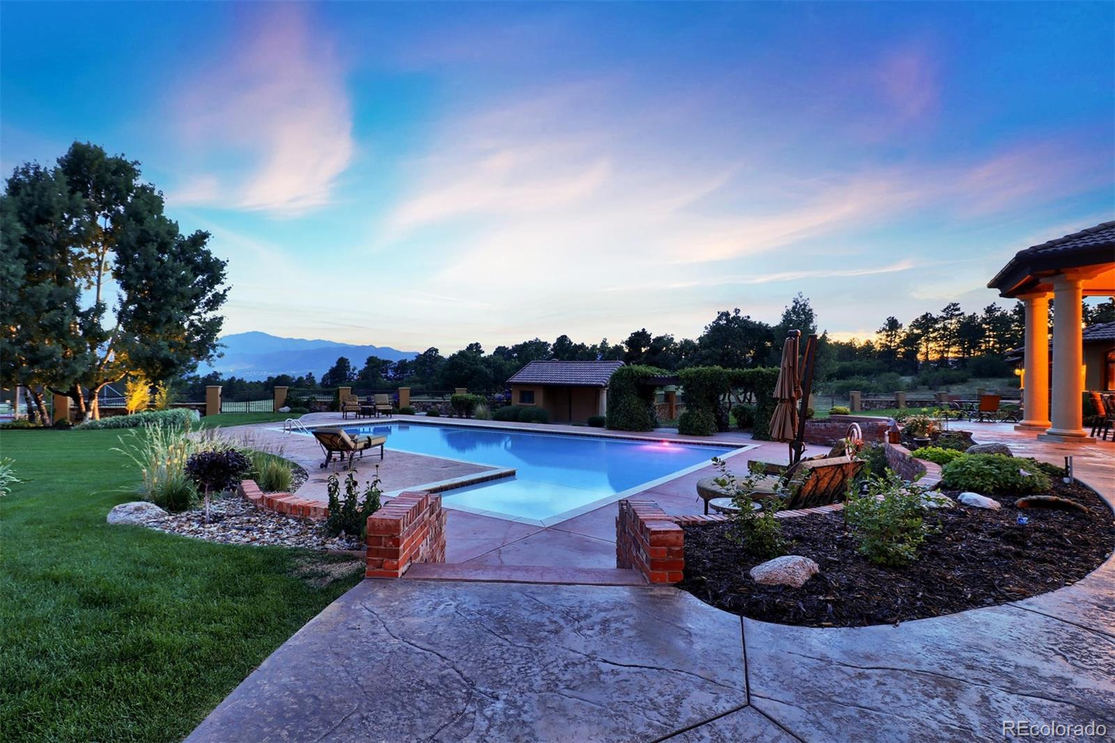 12795 Oak Cliff Way Property Photo - Colorado Springs, CO real estate listing