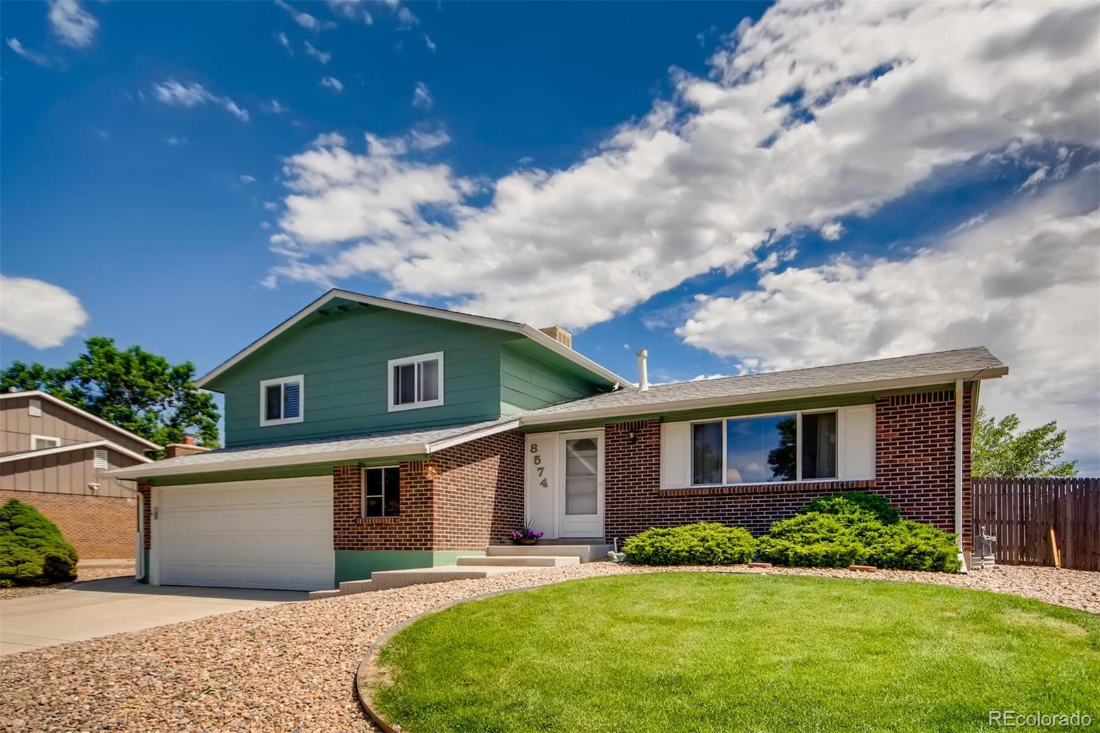 8574 W Swarthmore Place Property Photo - Littleton, CO real estate listing