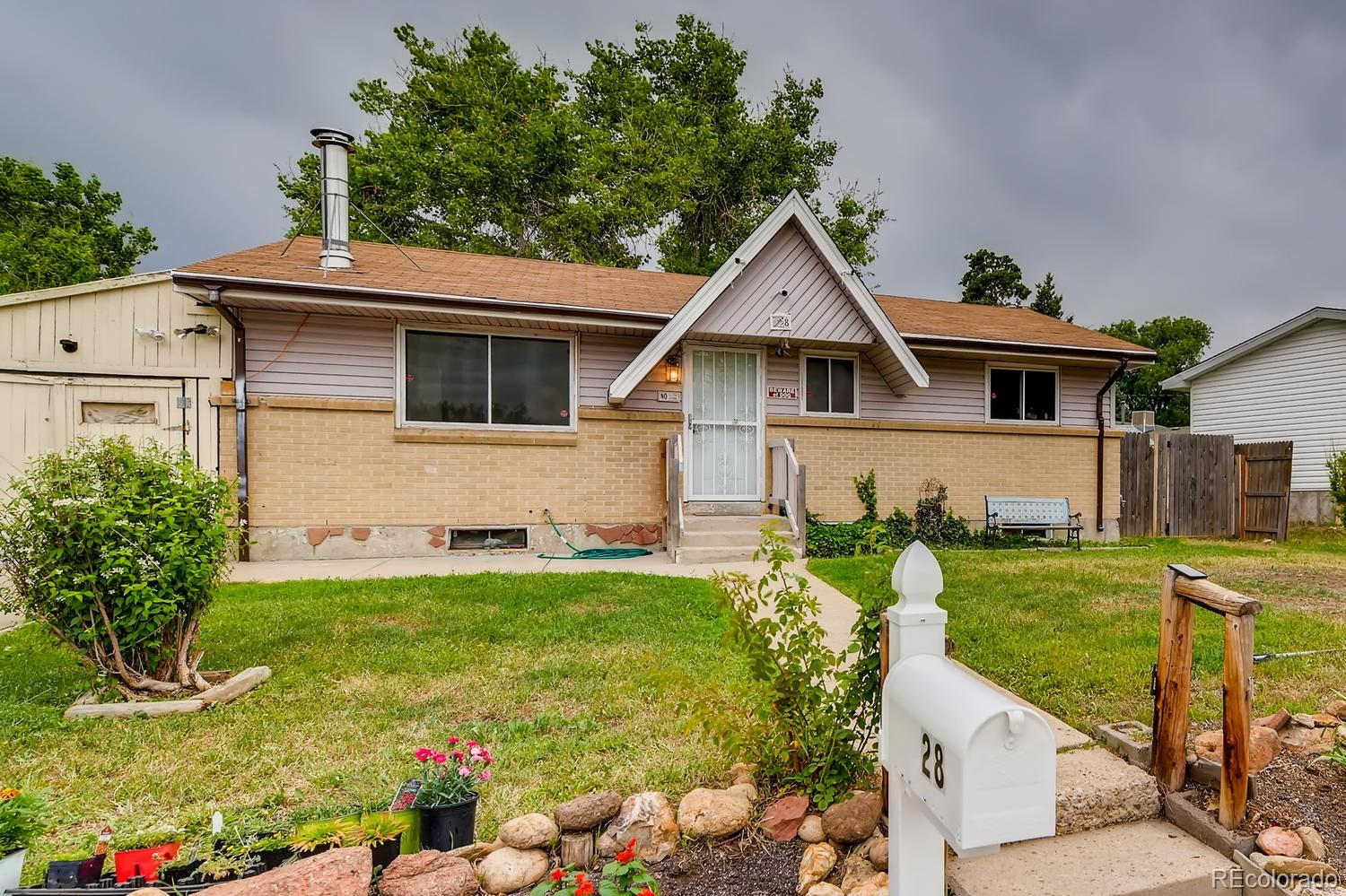 328 S Queen Circle Property Photo - Lakewood, CO real estate listing