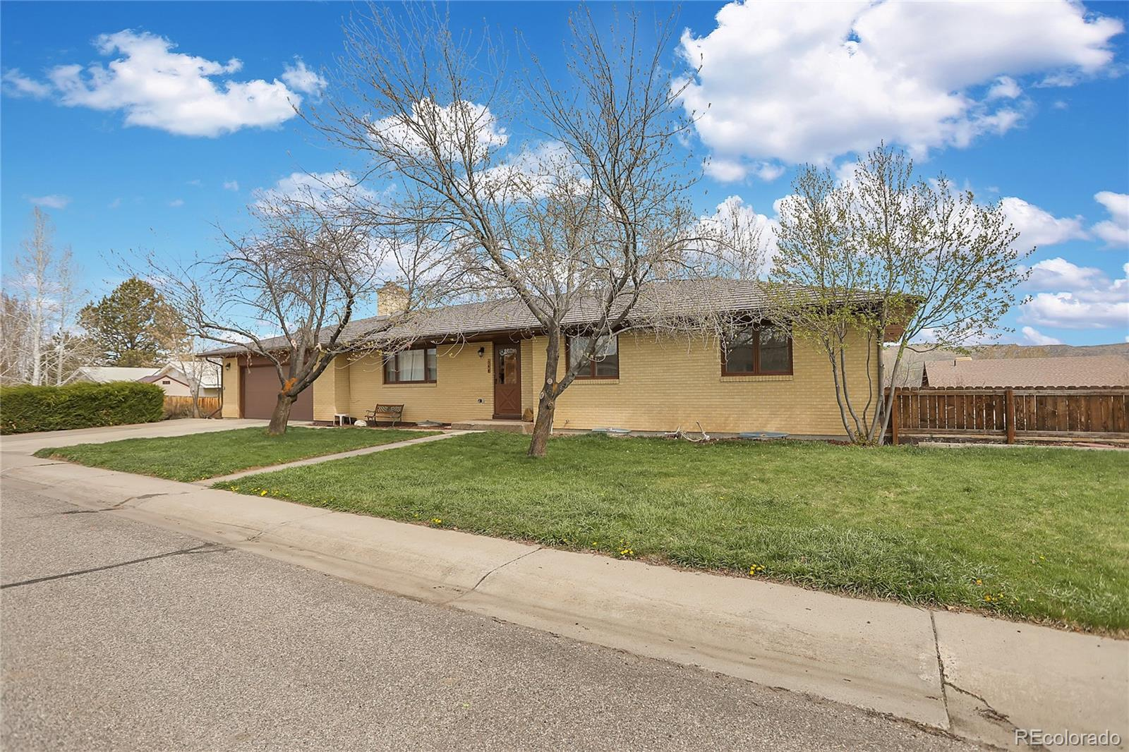 364 E Crandall Avenue Property Photo 1