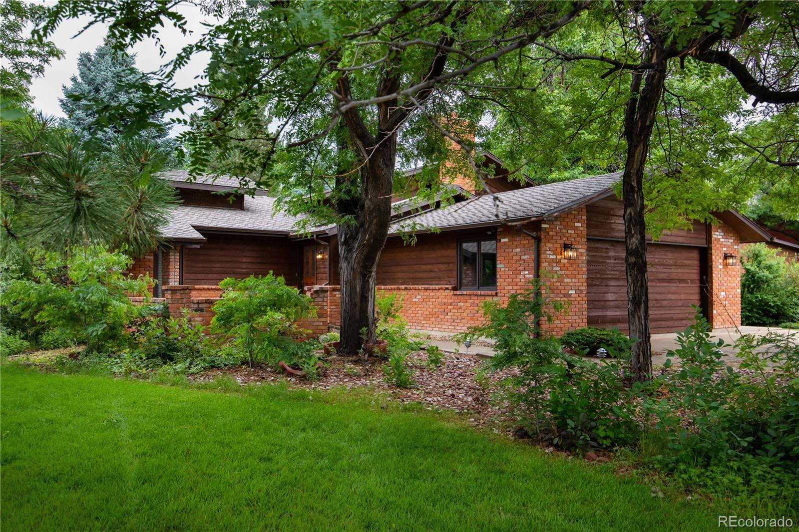 989 W Plum Circle Property Photo - Louisville, CO real estate listing