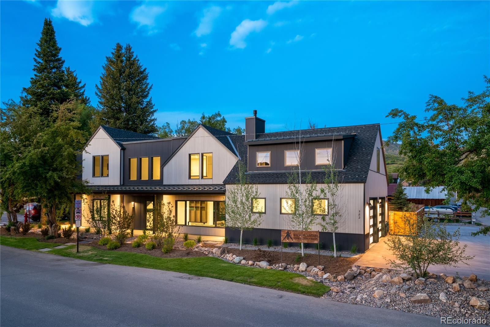 582 Laurel Street Property Photo 1