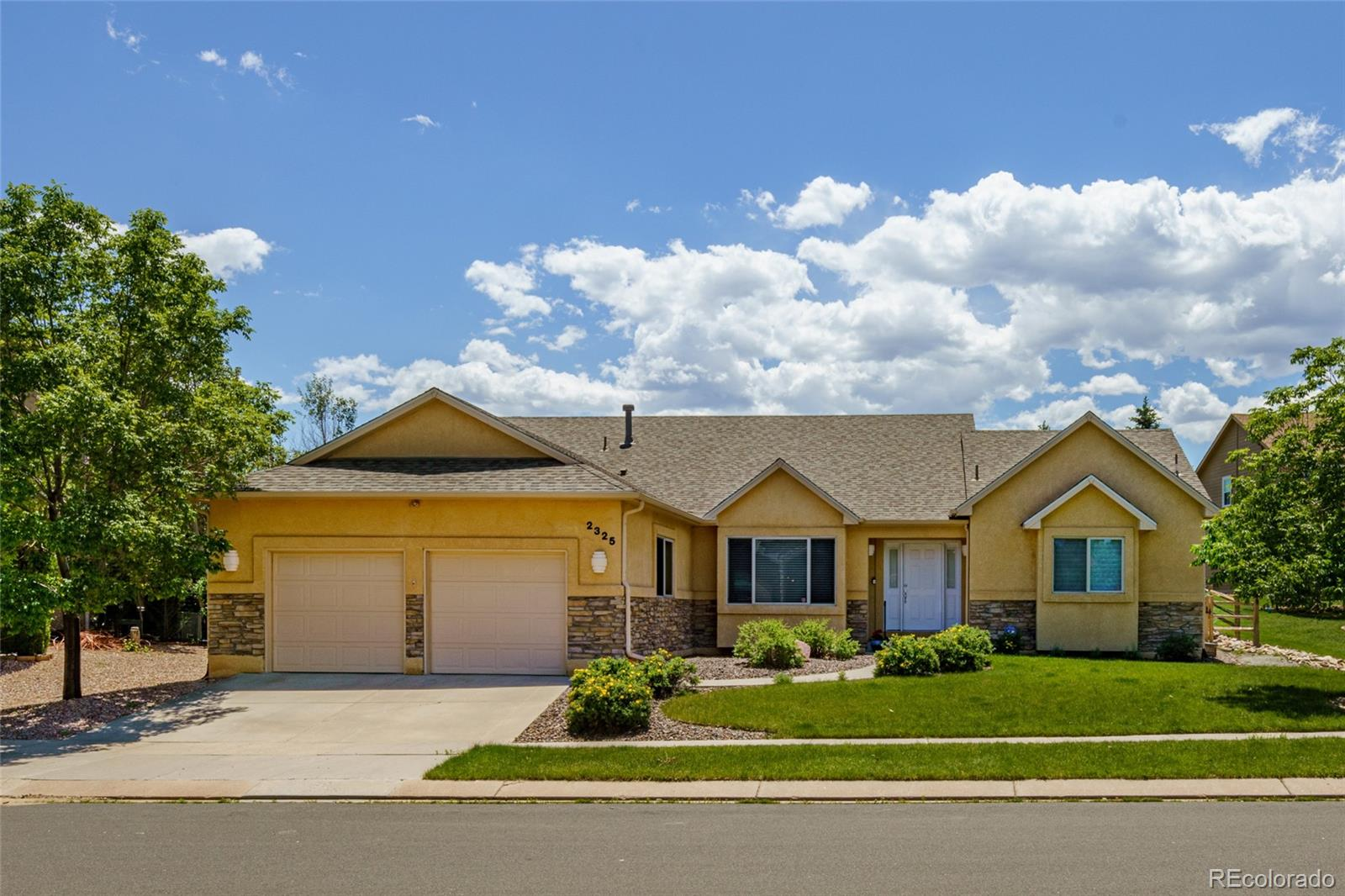 2325 Vanreen Drive Property Photo - Colorado Springs, CO real estate listing