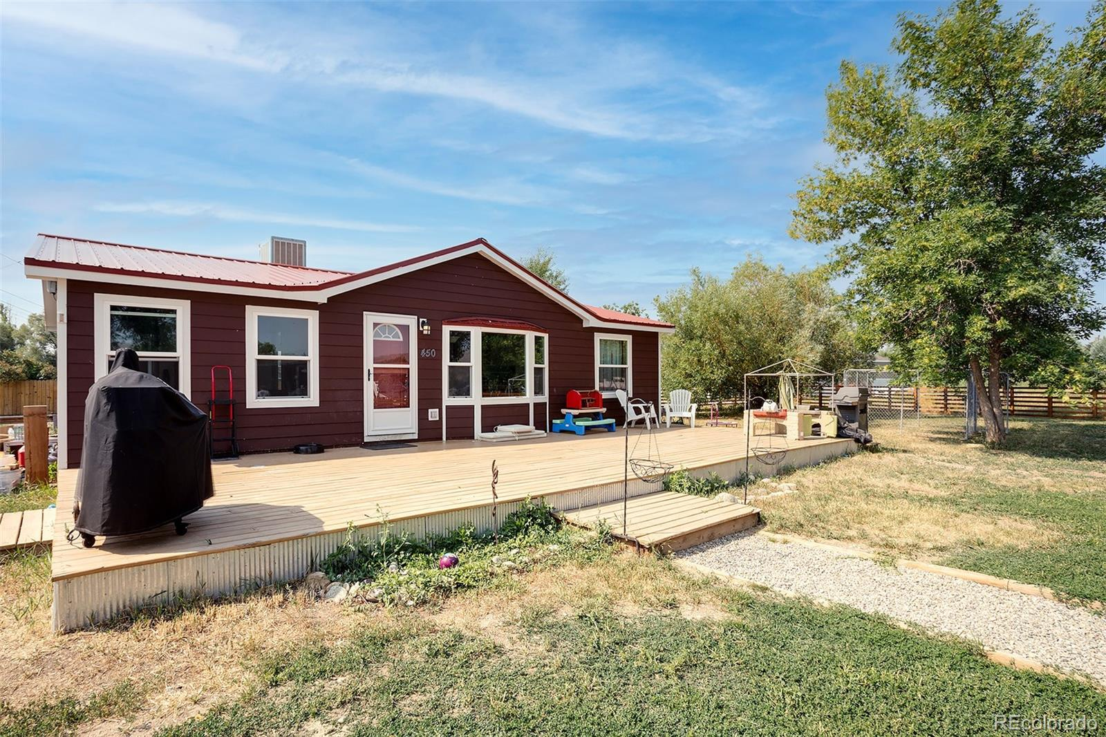 450 W Washington Avenue Property Photo 1