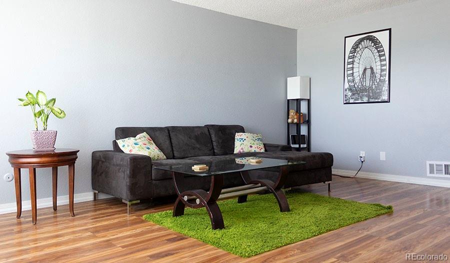 1323 S Sable Boulevard Property Photo - Aurora, CO real estate listing