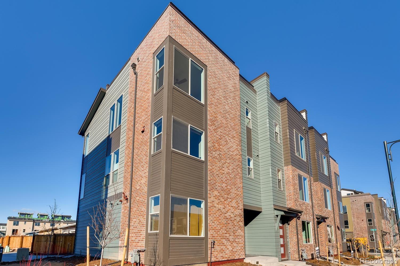 2525 Newark Court Property Photo - Aurora, CO real estate listing