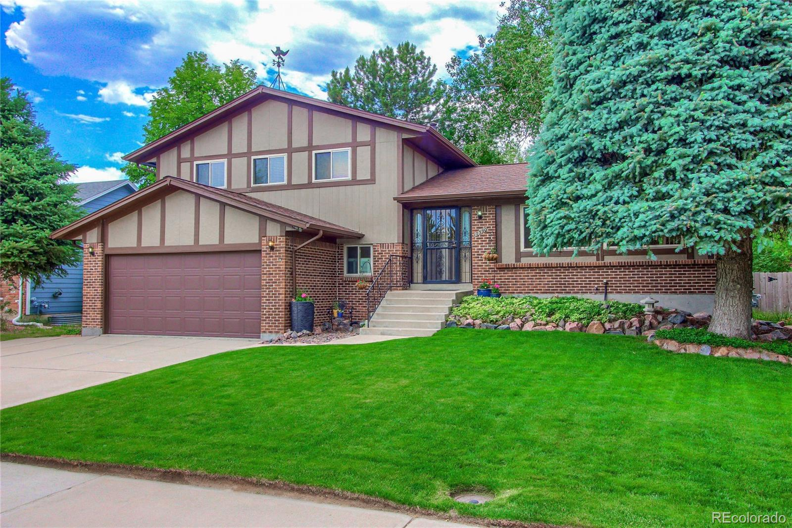 17390 E Greenwood Circle Property Photo - Aurora, CO real estate listing