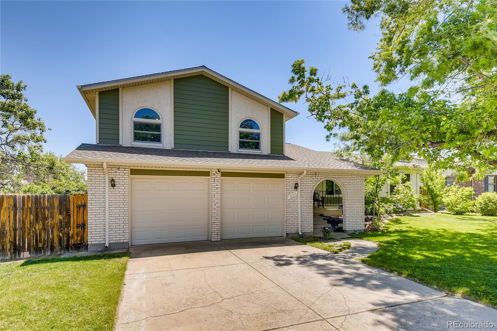 806 S Nelson Street Property Photo - Lakewood, CO real estate listing
