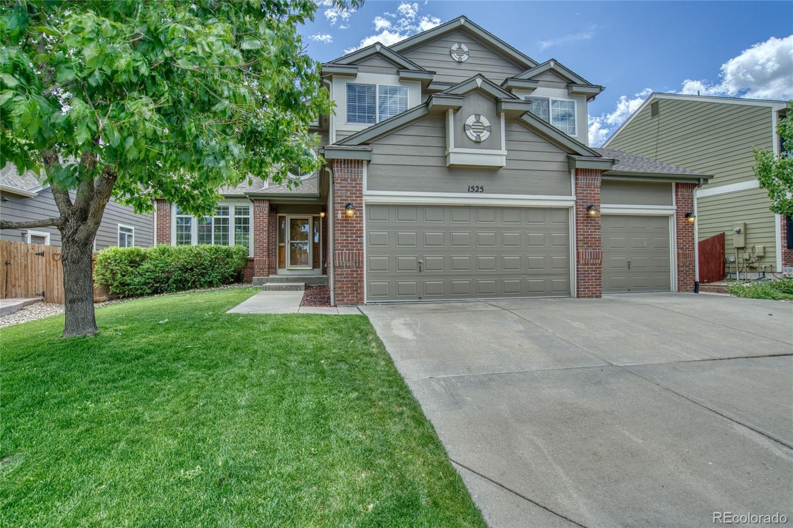 1525 Goshawk Drive Property Photo - Longmont, CO real estate listing