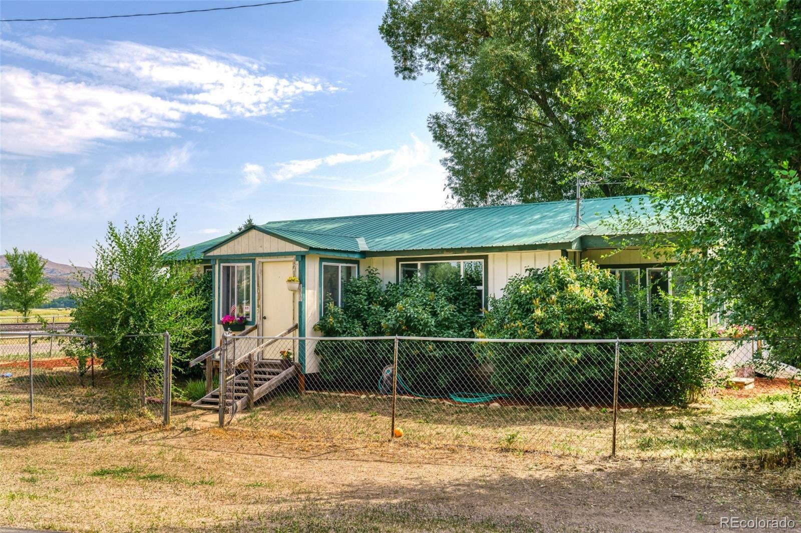 300 N Pine Street Property Photo 1