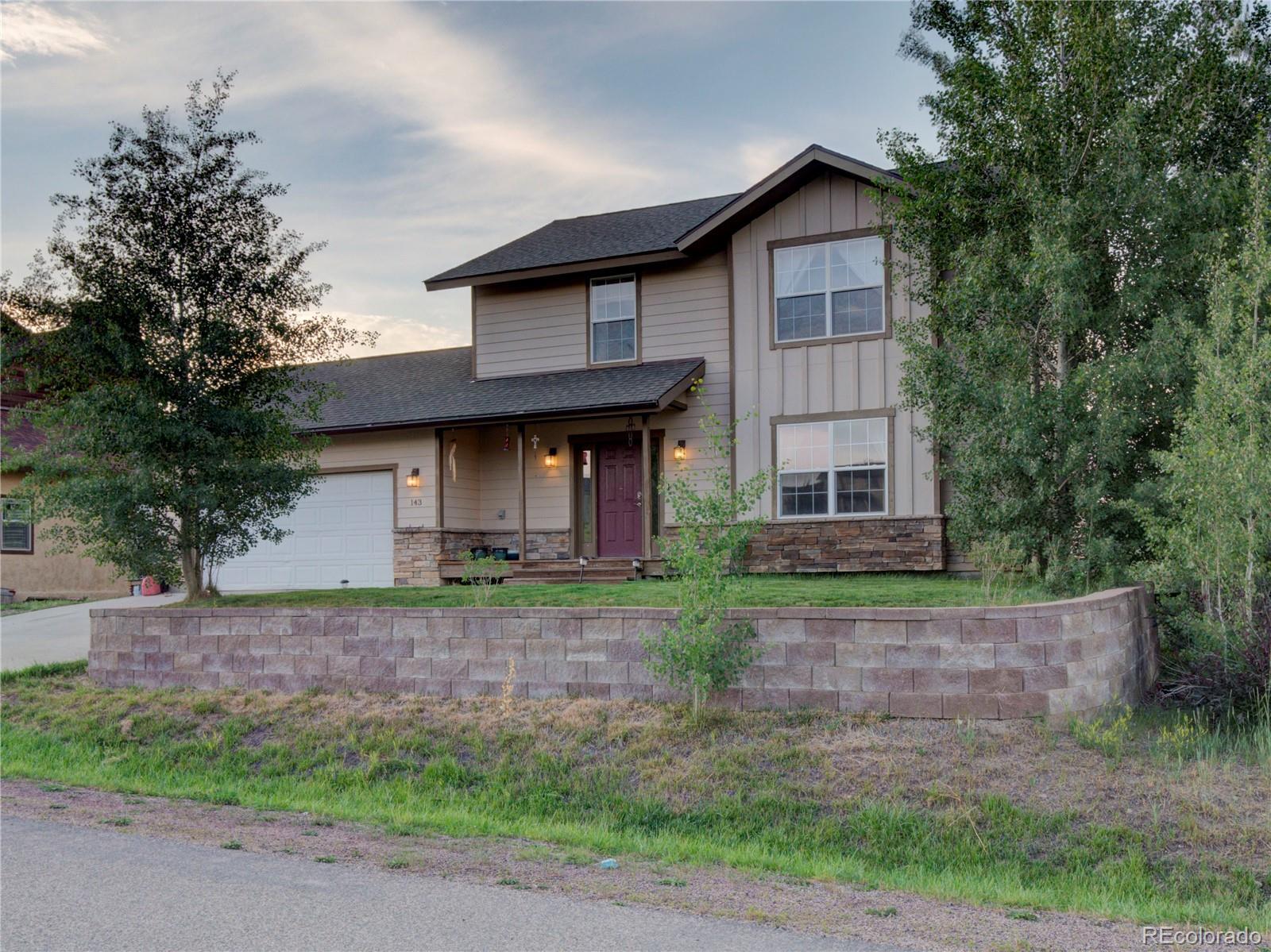 143 Oak Ridge Circle Property Photo 1