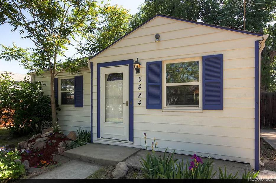 5424 Saulsbury Court Property Photo - Arvada, CO real estate listing