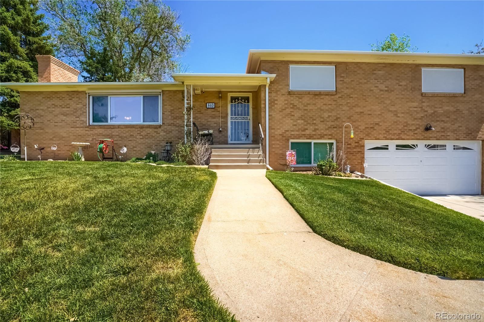 840 Lakewood Village Drive Property Photo - Lakewood, CO real estate listing