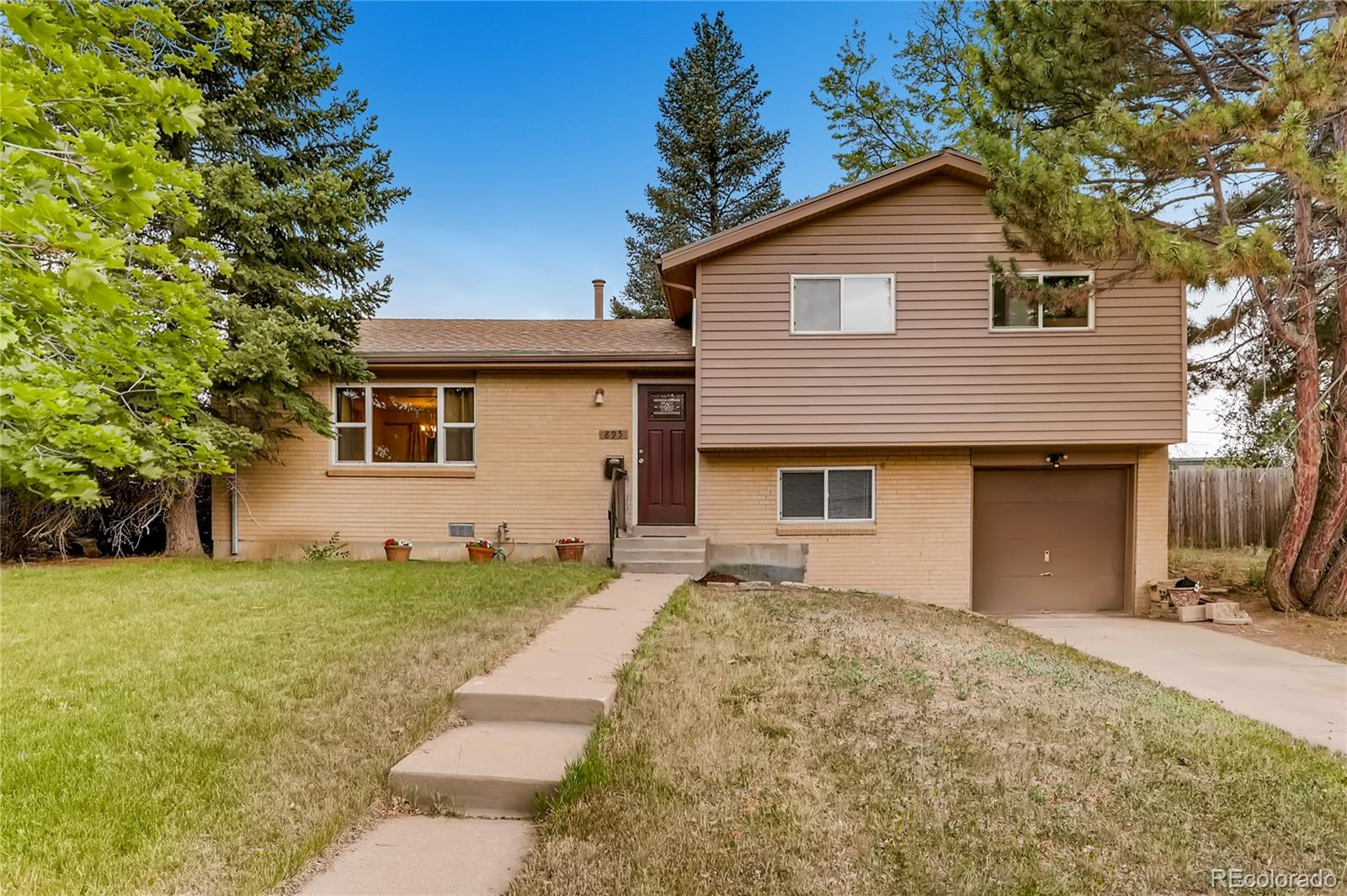 895 Dearborn Street Property Photo - Aurora, CO real estate listing