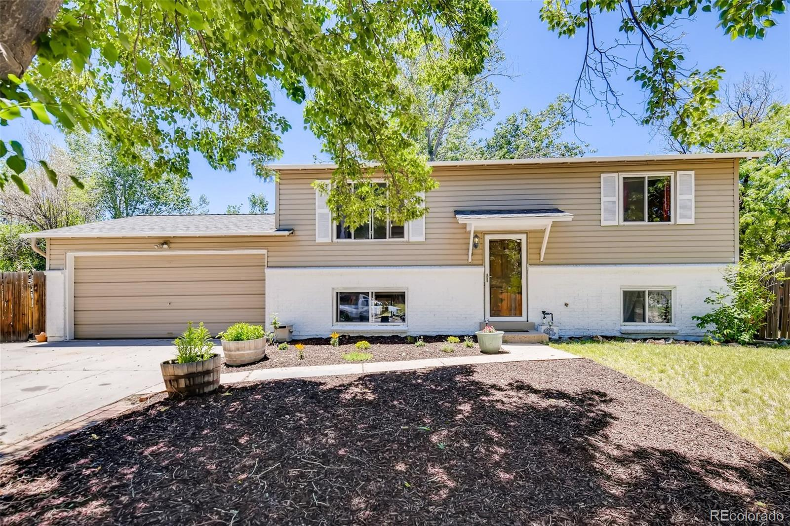2843 S Ouray Way Property Photo - Aurora, CO real estate listing