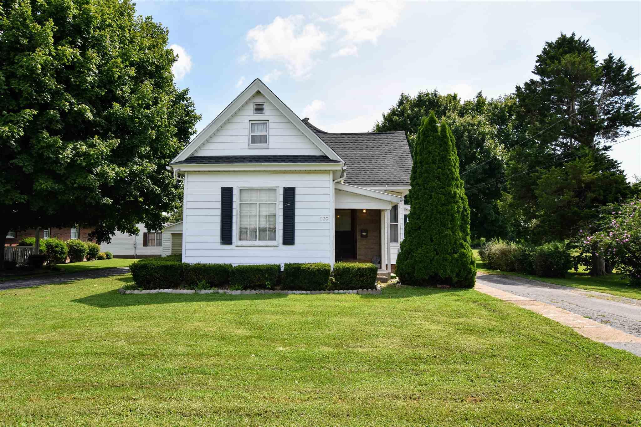 170 S WALNUT Property Photo - Winchester, IL real estate listing
