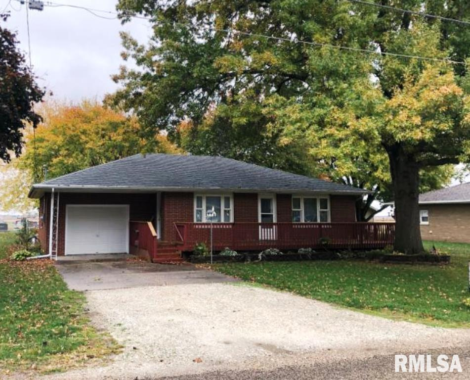 406 EAST Property Photo - Manito, IL real estate listing