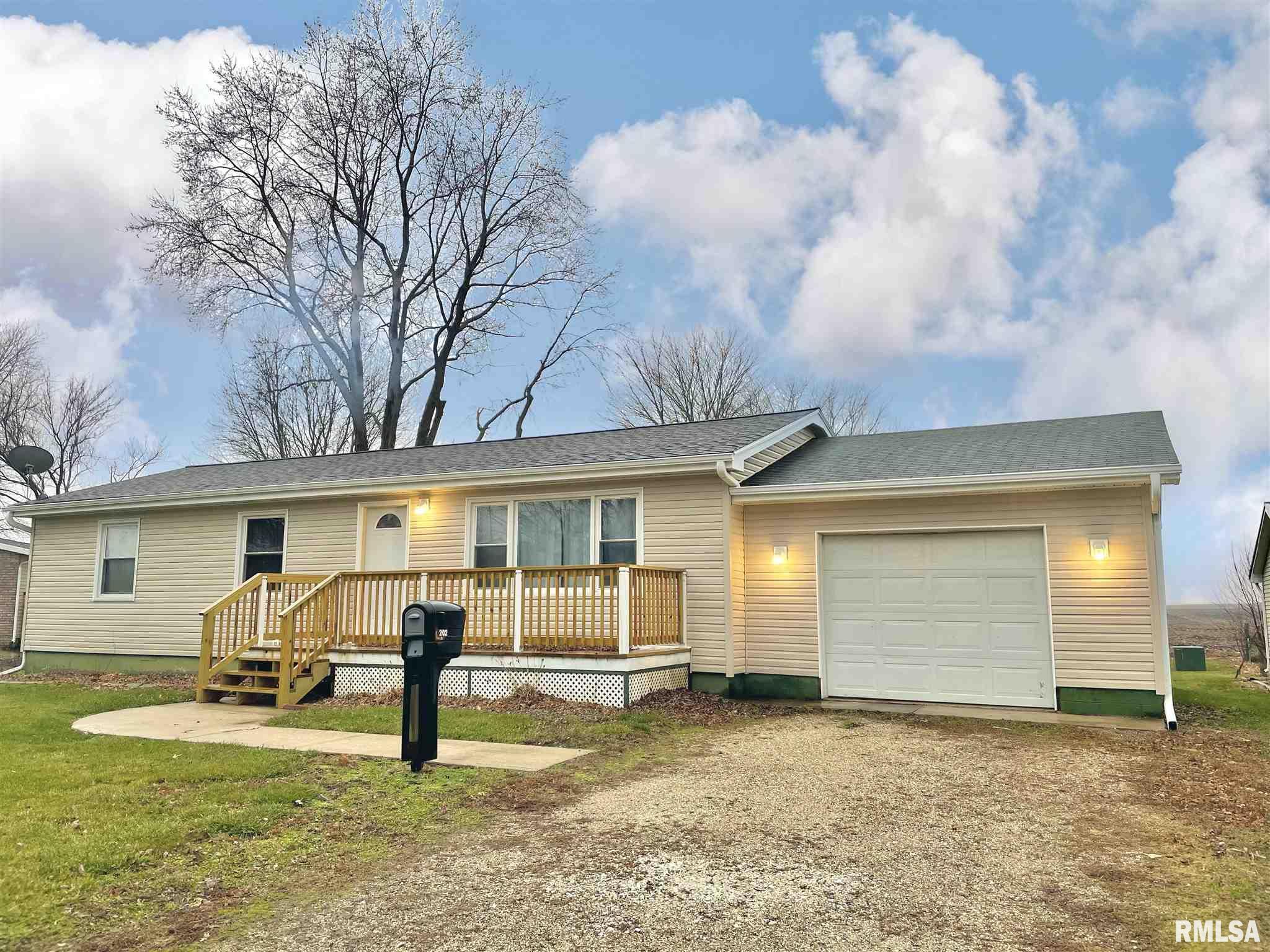 202 N CEDAR Property Photo - Abingdon, IL real estate listing