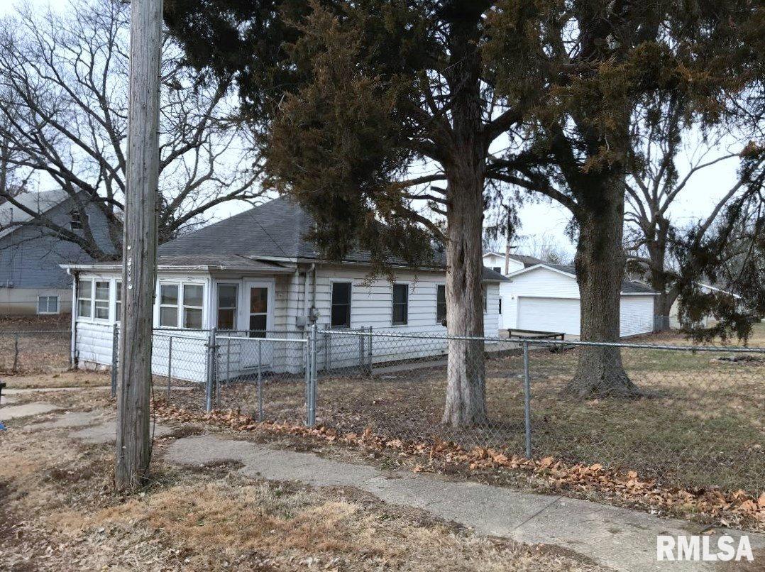 105 E ELM Property Photo - Thayer, IL real estate listing