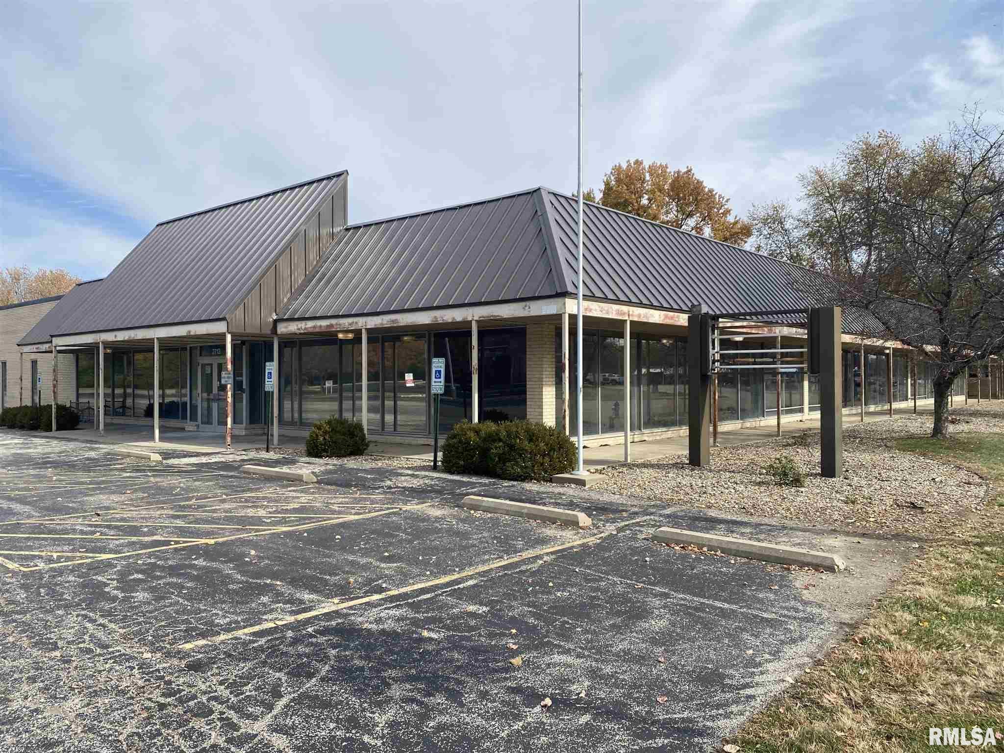2713 Adlai Stevenson Property Photo - Springfield, IL real estate listing