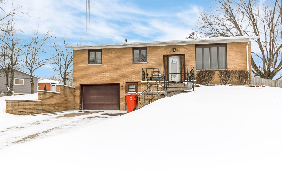 535 CIRCLE Property Photo - Pleasant Plains, IL real estate listing
