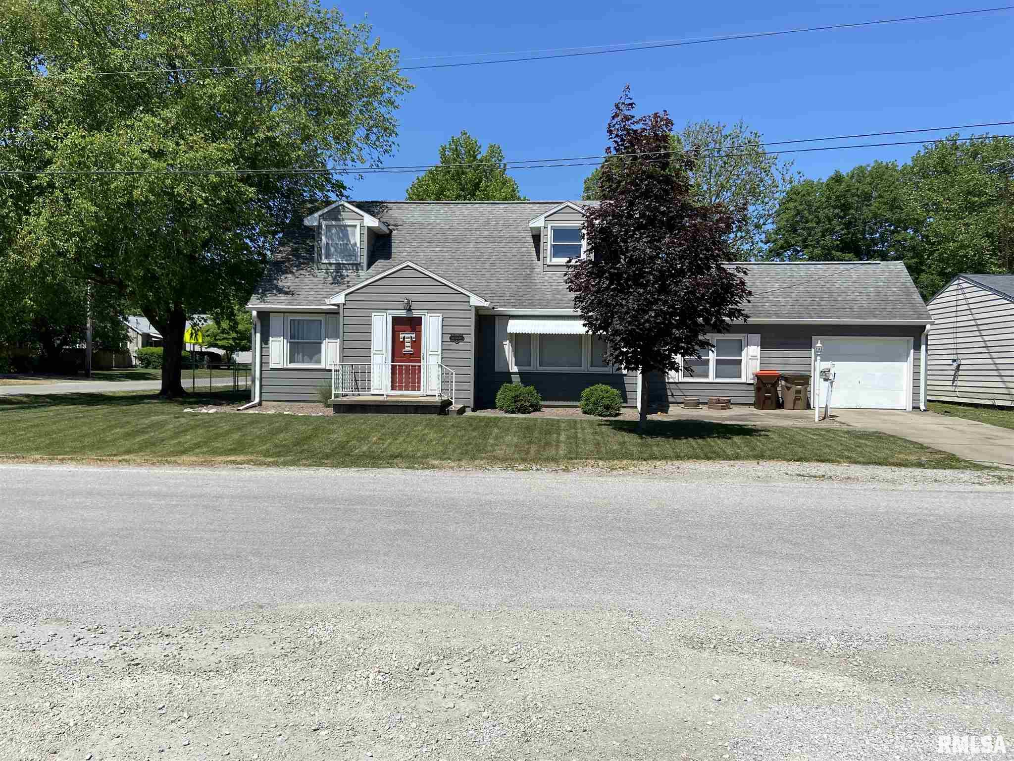 402 S WALNUT Property Photo - Auburn, IL real estate listing