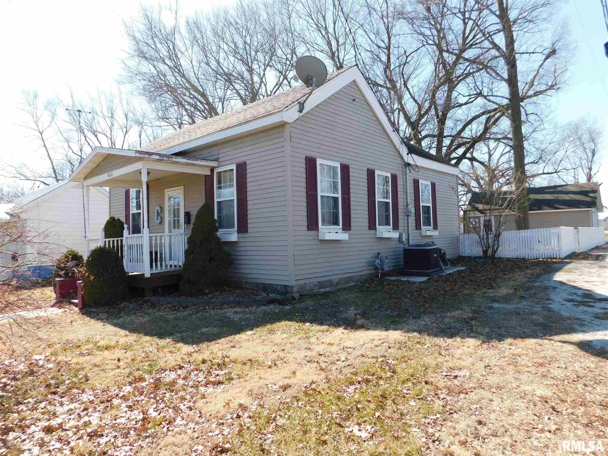 602 S LOCUST Property Photo - Carlinville, IL real estate listing
