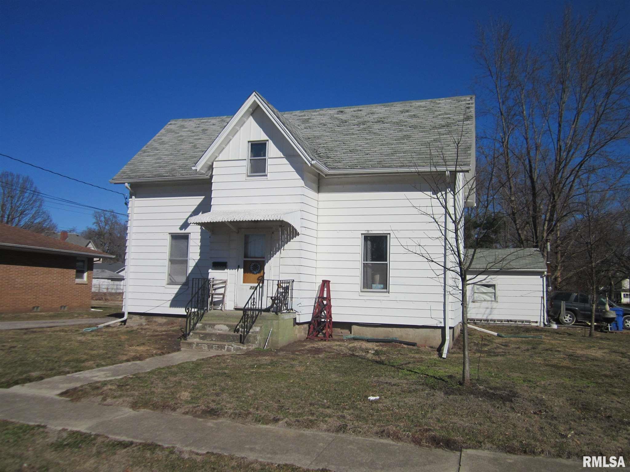 220 E WALNUT Property Photo - Mason City, IL real estate listing