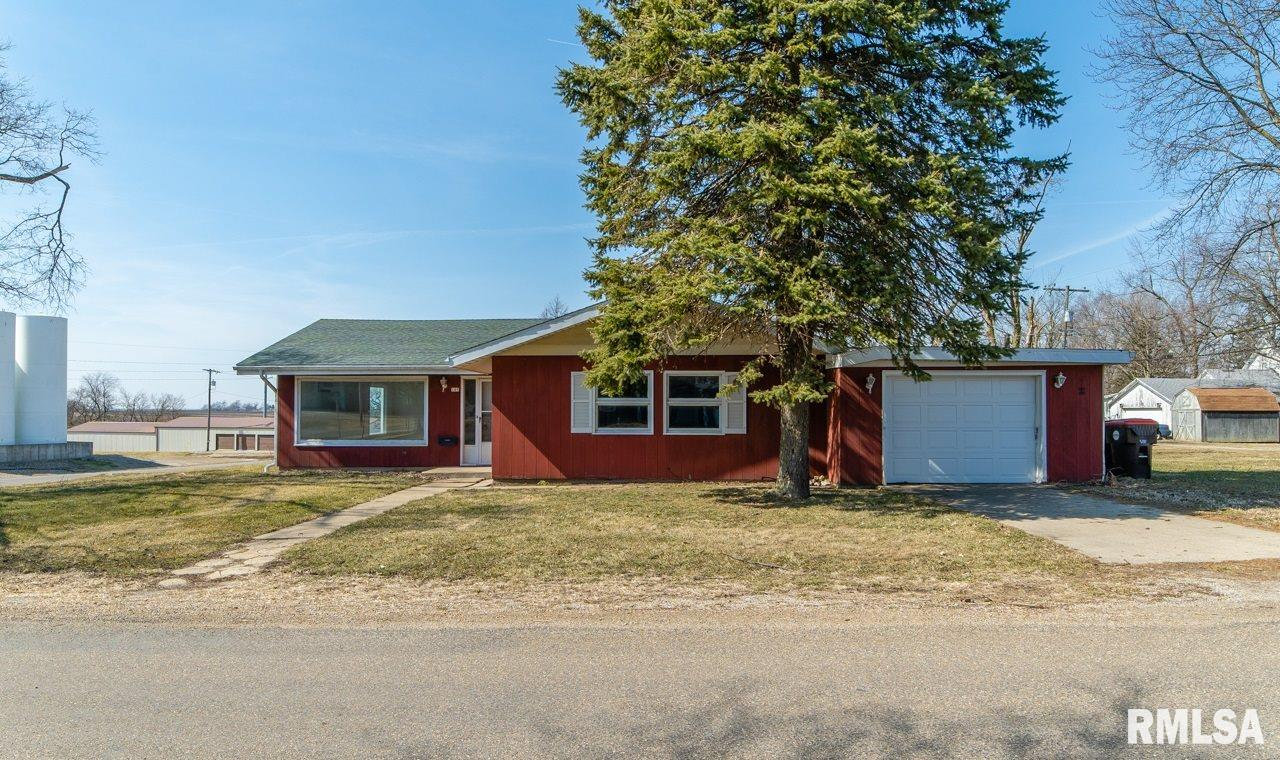 105 S JEFFERSON Property Photo - Danvers, IL real estate listing