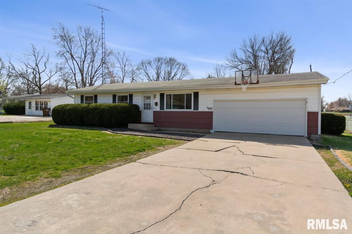 572 MEADOW Property Photo - Virden, IL real estate listing