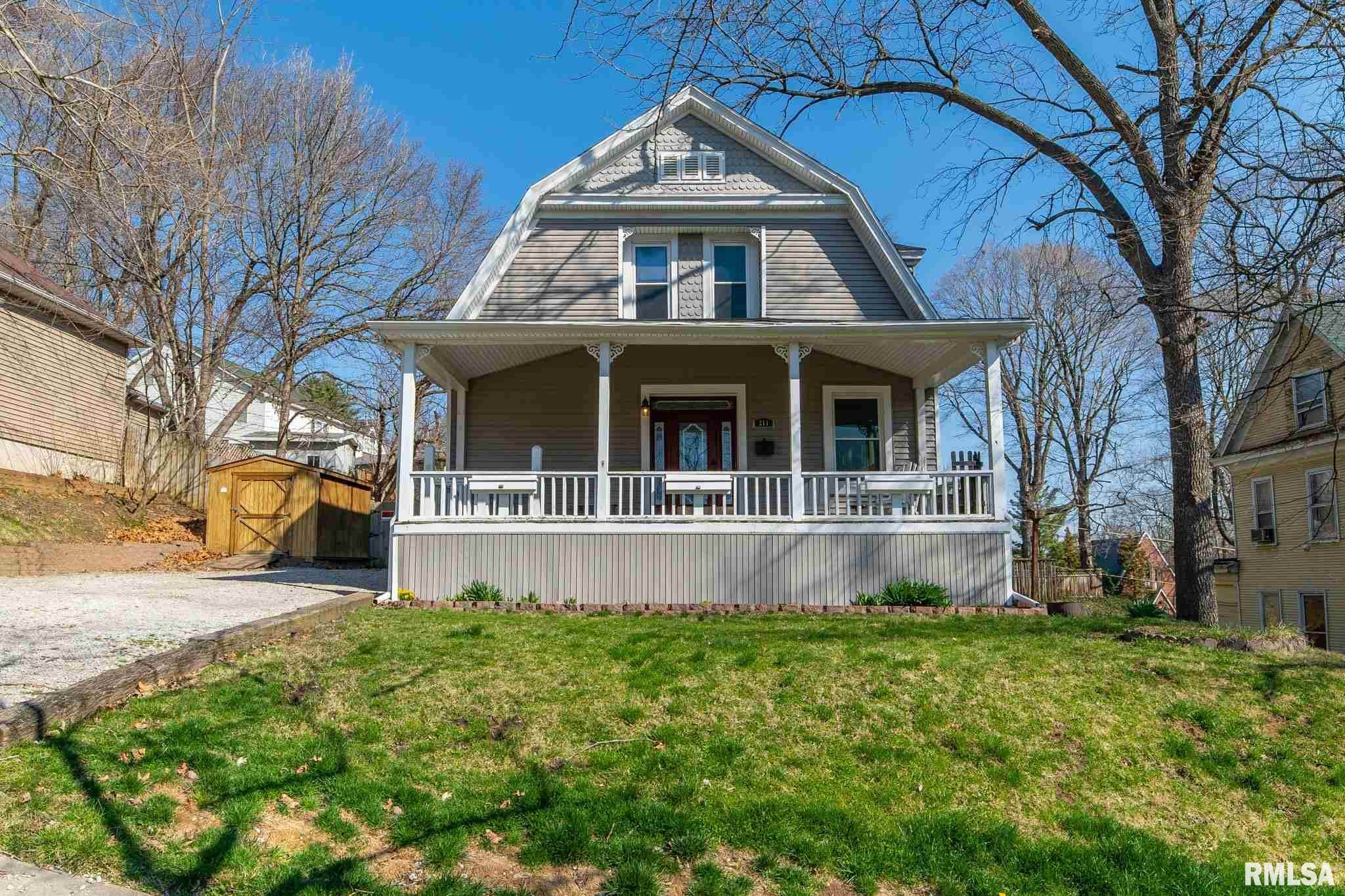211 W SANGAMON Property Photo - Petersburg, IL real estate listing