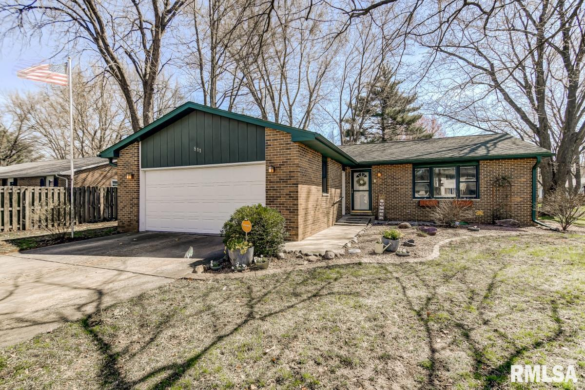 811 Flaggland Property Photo - Sherman, IL real estate listing