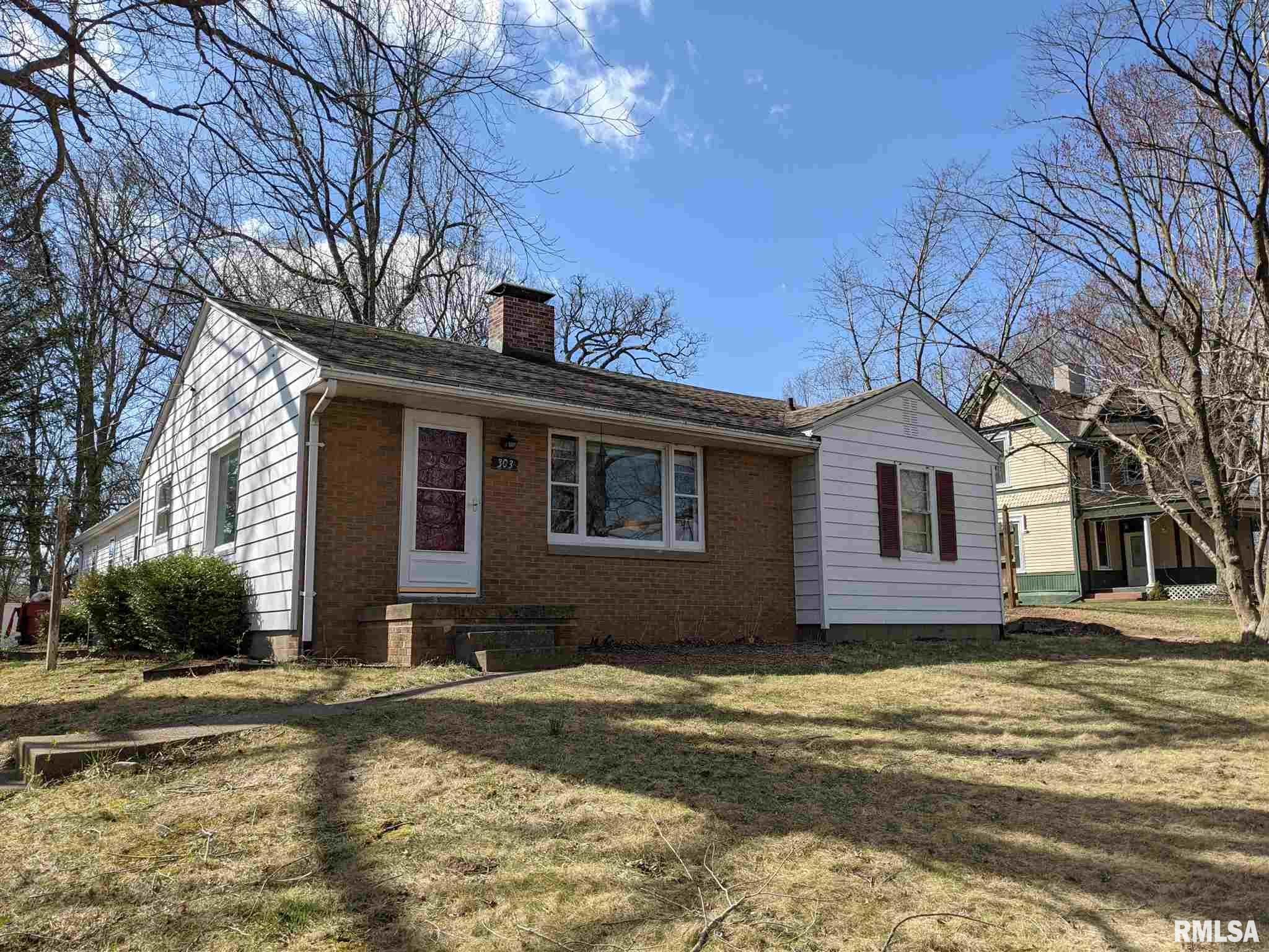303 N 9TH Property Photo - Petersburg, IL real estate listing