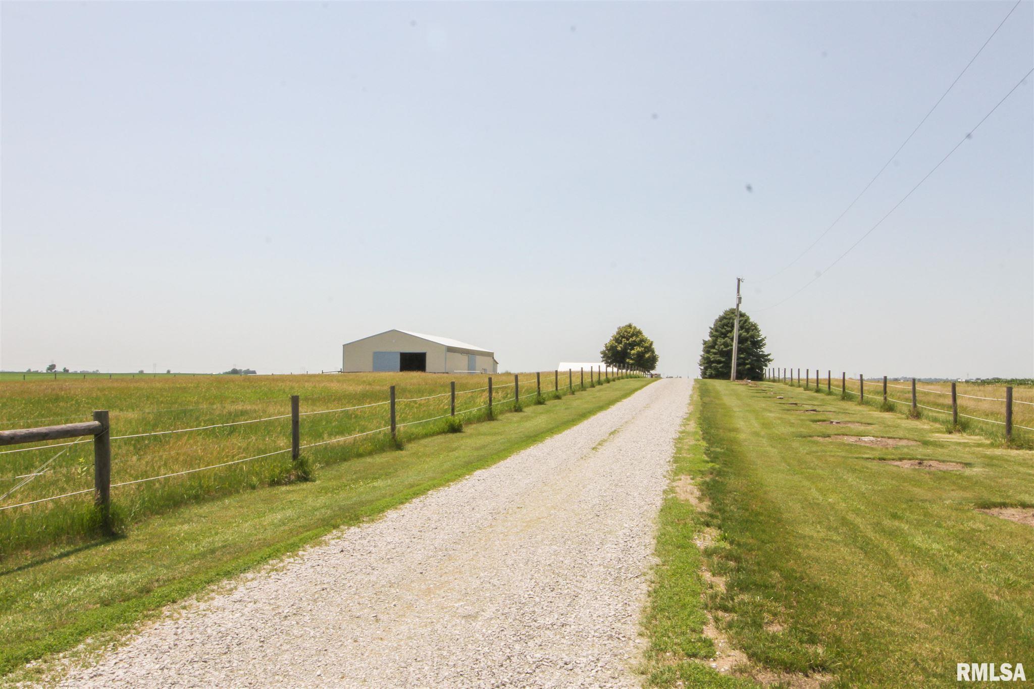 561 2000TH Property Photo - Mt Pulaski, IL real estate listing