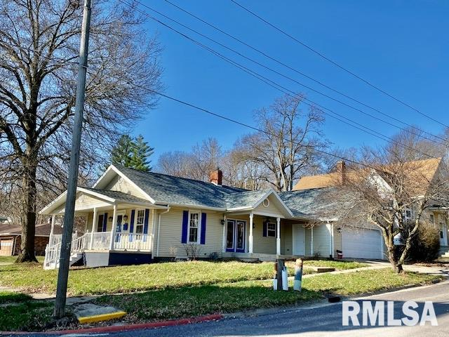 205 S 8TH Property Photo - Petersburg, IL real estate listing