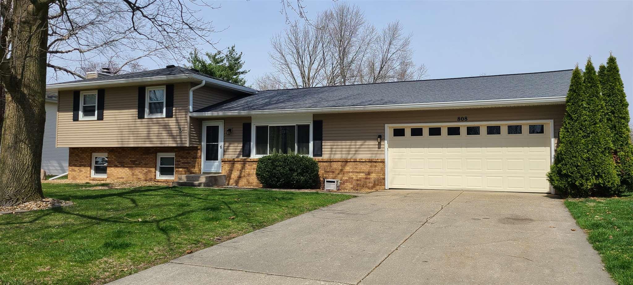 808 Flaggland Property Photo - Sherman, IL real estate listing